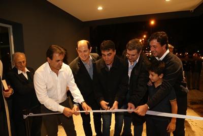 Gustavo Carballo, Francisco Raya, Dr. Andrés Lima, Lic. Fabián Bochia,  Ignacio Cujo e hijo en momentos de proceder al corte de cinta