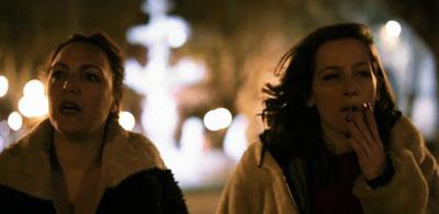 Fotograma cedido hoy, domingo 14 de mayo de 2017, por la producción del cortometraje «Las dos», que muestra a las actrices y protagonistas del filme Cecilia Raquel Carbonell (i) y Anaclara Ferreyra Palfy (d), durante una escena. El cortometraje «Las dos», un plano secuencia que transcurre en las calles de Montevideo dirigido por el uruguayo Emiliano Umpiérrez, competirá en la próxima edición del Festival Internacional de Cine de Huesca (España) en el concurso iberoamericano de cortometrajes. EFE.