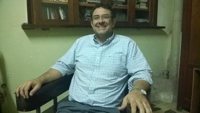 Dr. Julio Flores