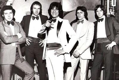 Los Moros con Alberto Arbizu en el centro, 1976