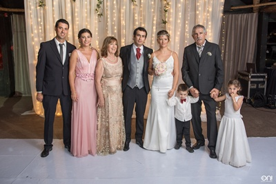 Familia del novio. Juan Pablo Pereira, Carolina Silva, Palmira dos Santos, los novios, Luis Silva, Catalina y Juan Ignacio Pereira Silva.