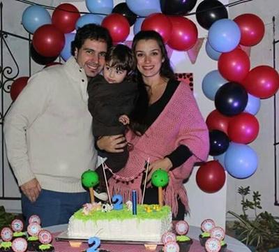 Adrián y Evangelina junto a su pequeño Santiago