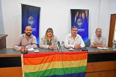 Representantes del Gobierno Departamental, del Ministerio de Turismo y de las organizaciones que promueven la marcha
