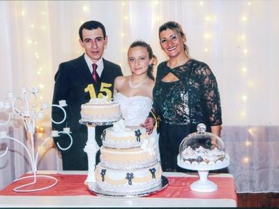 Thiara junto a sus padres Paul Curbelo y Sandra Castro