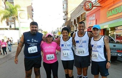 Luis Sánchez, María Soria, Lorena Romero, José Ferreira y Nahuel Rosa del Grupo Alianza Corredores de Salto en Concordia