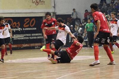 Con doble jornada esta noche en el gimnasio del Club A. Universitario, se estará  completando la disputa de la 3ª y última fecha del cuadrangular final de Liguilla de  Fútbol Sala en ambas divisionales