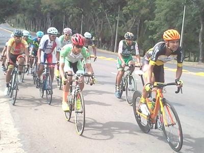 El pelotón en acción: el domingo 2 de julio el ciclismo se vivirá en la Avenida Harriague