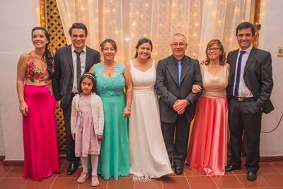 Miguelina rodeada de la familia, tía Stefany Guimaraens, Cristian Vallejo y su hija Faustina,mamá Rossina, Miguelina, abuelo Rosalino Sosa, abuela Estela Padrón, tío Sebastián