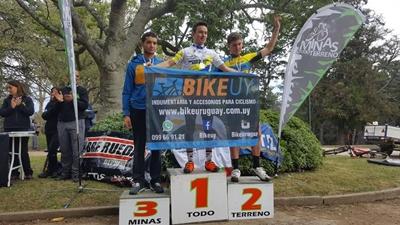 Agustín Chollet se subió a lo más alto del podio en Minas y se corono campeón Nacional XCO en la categoría Junior.