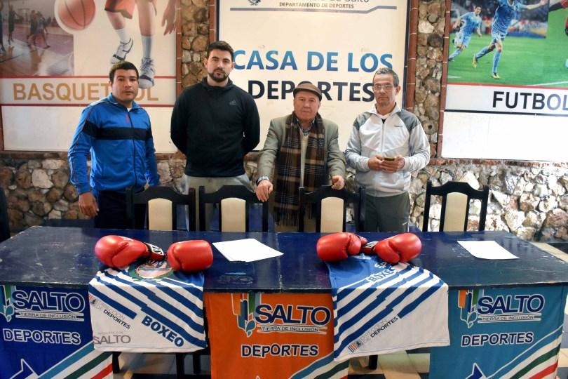 Rafael Sosa Pintos en el lanzamiento de la velada a realizarse en Salto Uruguay, junto a Jorge Soto, Ramón Vela y Wilton Vignolo
