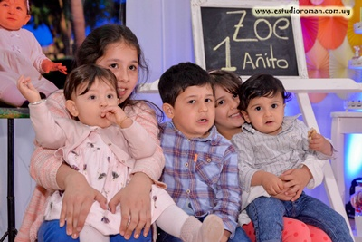 Zoe junto a sus primos, Leticia Patrone, Santino Martínez,  Thiago Martínez, Ariana Martínez