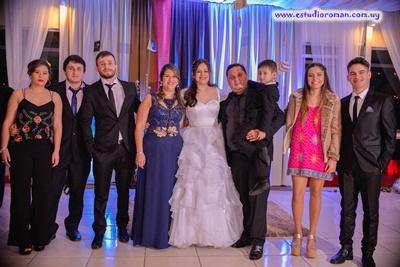 Luana con su mamá Sonia Godoy, Robert Suárez, sus hermanos Valentín Suárez Godoy, Giovani Sabidussi Godoy, Alef y Eduardo Suárez, Paula Fernández y Ariane Gómez