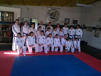 El grupo de alumnos de Taekwondo ITF que realizó el pasaje de grado