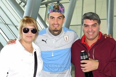 Joaquín Ardaiz junto a su madre Patricia de los Santos y su padre Carlos Ardaiz