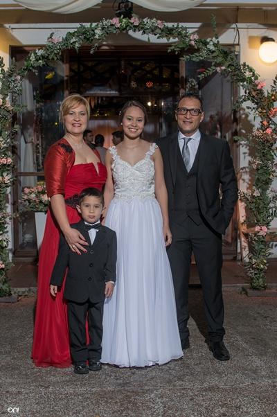 Valentina junto a su mamá Virginia Guzmán , su hermanito Emmanuel Vallejo Guzmán  y Sergio Vallejo