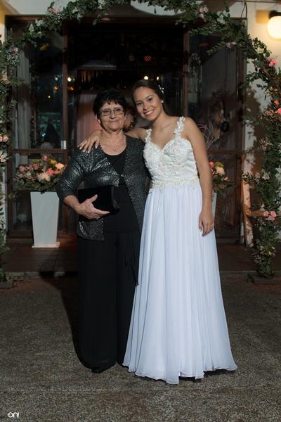 Valentina junto a su abuela Perla Errecalde
