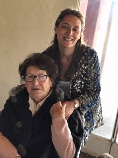 Belén junto a su Abuela Belma Remedi de Ugartemendía