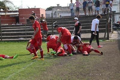 Después del gol de Dos Santos, este ritual de los rojos