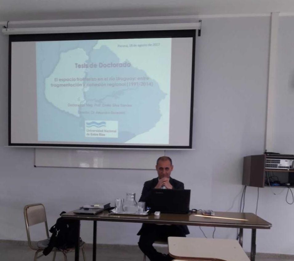 Emilio Silva defendiendo su tesis