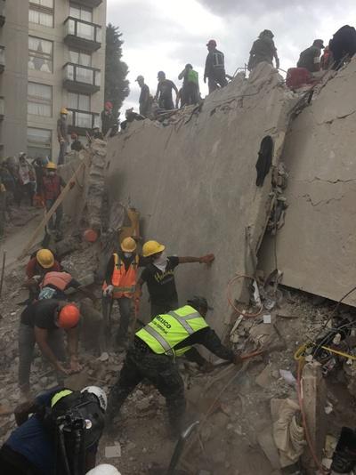 Suben a 225 la cifra preliminar de fallecidos por el terremoto en México