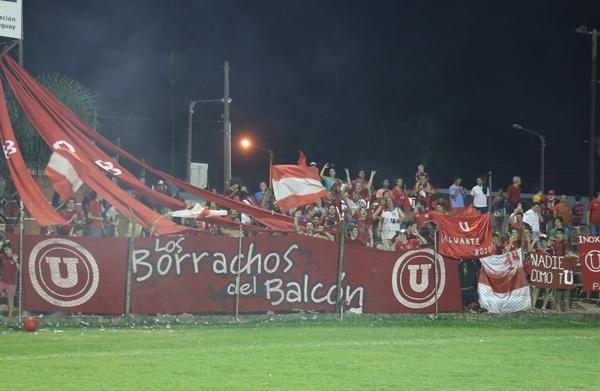 Los Borrachos del Balcón, hinchas de Universitario en la liguilla del año pasado.