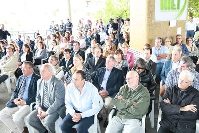 Representantes de los diferentes partidos políticos,  autoridades eclesiásticas, público en general