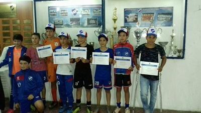 La directiva mayor de Nacional le realizó un reconocimiento a los niños tricolores que integran la selecciones de Salto de 11 y 12 años.