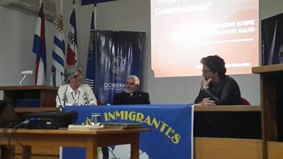 La representante de la  Unión de Inmigrantes  de Salto, el conferencista  y el director de Cultura  de la Intendencia  de Salto