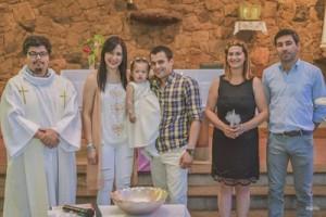 Sus papás Marisela Fernández y Diego Burgos, junto a los padrinos Fátima Echevarría y Federico Satink