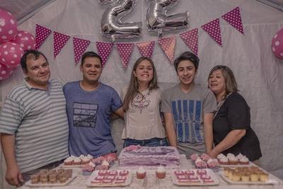 Valentina  junto a  sus padres Oscar Cardozo, Susana Farías  y sus hermanos  Diego y Agustín.
