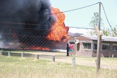 Las llamas y la densa  humareda hicieron pensar lo peor