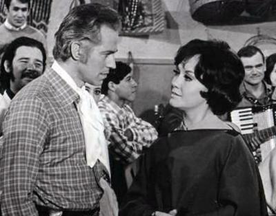 Jorge Barreiro con Lolita Torres en Joven, viuda y estanciera, 1970. 2