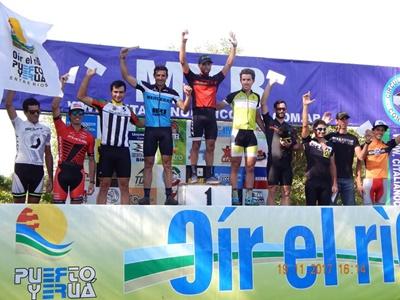 El podio final en Puerto Yeruá con el salteño  Kian Santana en lo más alto