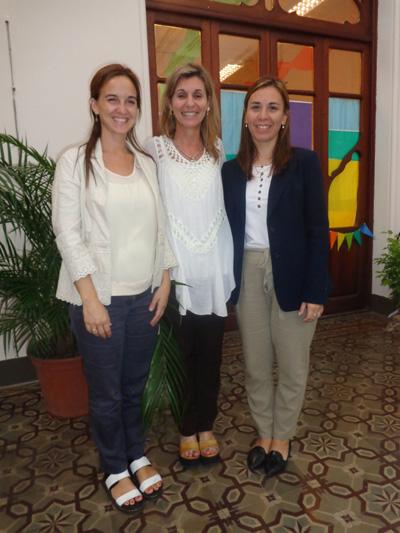 La Ps. Ana Clara Dondo  junto a la  Lic. Mercedes Aishemberg  y la Mag. Paola Ocaño  del Colegio  Los Robles