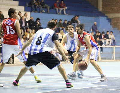 """Nacional vs Salto Uruguay  se enfrentan esta noche por la  quinta y última fecha de la  2ª rueda (última en fase regular)  del campeonato """"Salteño"""" de básquetbol  en primera división. El local por el invicto (Nº1),  el otro por la posición  Nº 2 para la  instancia semifinal"""
