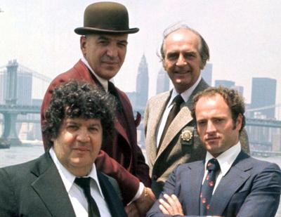 Telly Savalas, Dan Frazer, George Savalas y Kevin Dobson en Kojak. 2