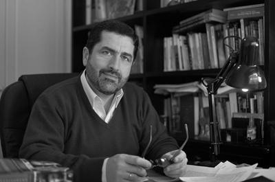 """PORTFOLIO DE ALEXIS CANO ROS Es licenciado en Comunicación Social con posgrado en Cambio Organizacional en la Universidad Católica.  Es comunicador y consultor. Lidera una prestigiosa consultora de comunicación. Es autor de libros como """"Herencia de Emprendedores"""", """"Creer en lo Imposible"""" e """"Inspiradores Latinoamericanos""""."""