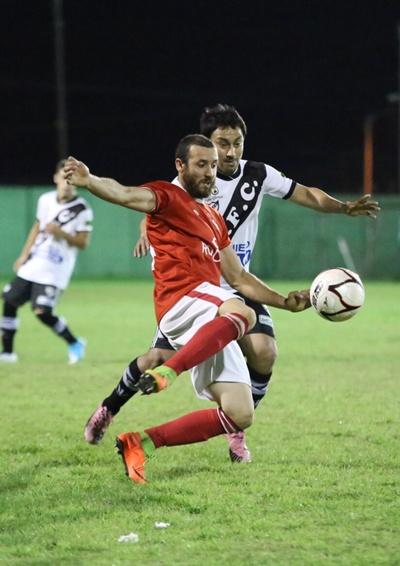 """Alexander Píriz (Universitario) y Enzo Albano (Ferro Carril).  Para Ferro y la """"U"""", duelos claves también"""
