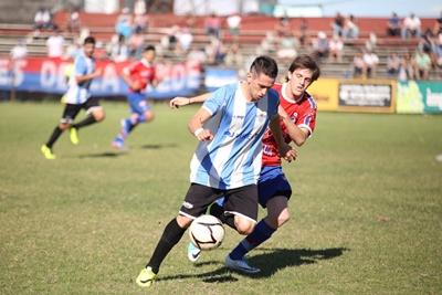 """El duelo de Franco Silva (Salto Uruguay) y Sebastián """"Chipo"""" Menoni (Nacional). El 1 a 1 que pasó"""