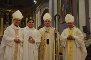 Card. Sturla concelebraron el Obispo Auxiliar de Montevideo Mons. Milton Tróccoli, emérito Nicolás Cotugno