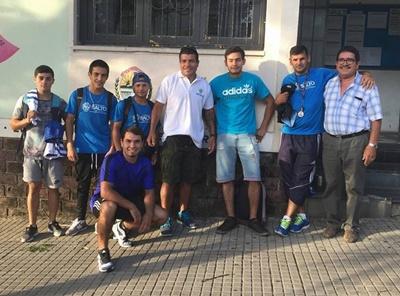 Los boxeadores salteños de la Escuela Municipal de Boxeo de la Casa de los Deportes previo al viaje a la velada de Concordia.