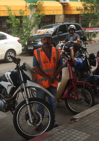 Cuidador de motos - Daniel Pizarro