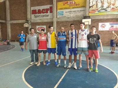 En el registro gráfico,  los cinco mejores  jugadores  del torneo de  Básket U17 disputado  en Salto el fin de  semana próximo  pasado.