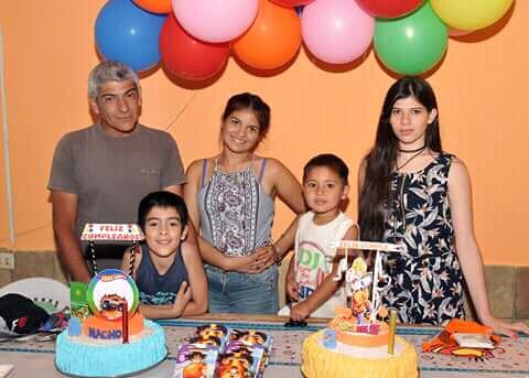 Juan junto  a su familia