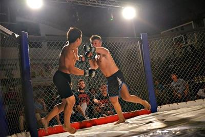 Las artes marciales mixtas  a pleno mañana en el  gimnasio Bernasconi