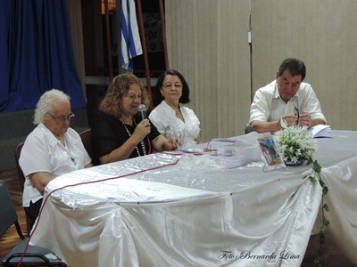 Bernarda presentando su libro junto al Director de la Casa de la Cultura Francisco Sarasúa y Margarita Aranaga, docente