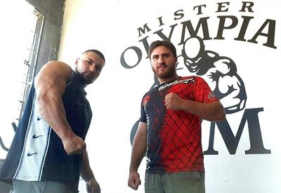 Bruno Almirón de Gym Mister Olimpia junto a Gabriel Vilar de la Escuela de Combate Vilamir,  la unión hace la fuerza en las artes marciales mixtas.