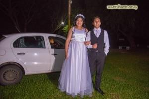 Camila llegando a la fiesta con su hermano Augusto