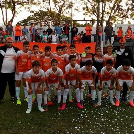 El equipo de la Naranja Mecánica de Salto cat. 2006 dirigido por Alberto Soria está primero en su serie en la Uruguay Cup 2018