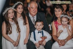 Luis Molina, Miriam Rey, padres de la novia,junto a sus nietos Emma, Avril, Sofía y Santiago